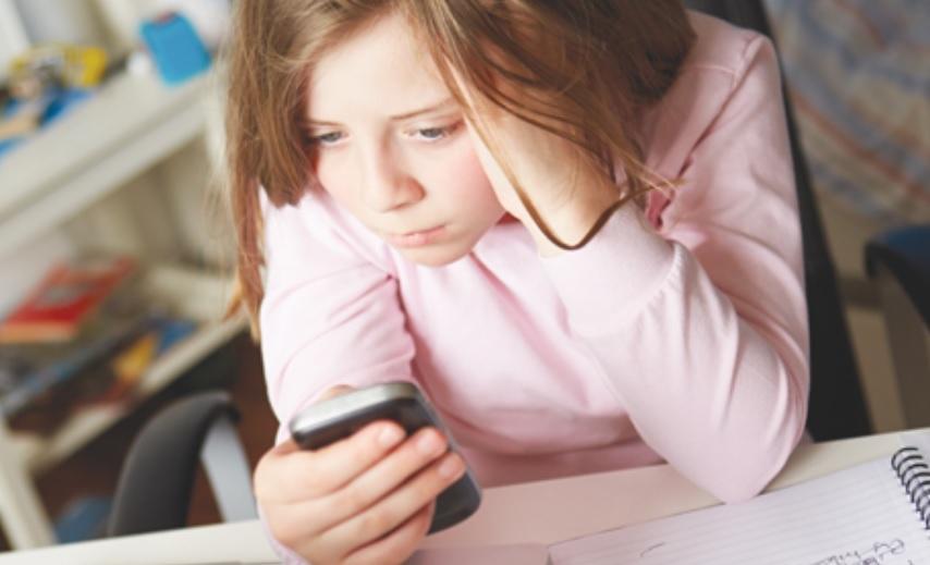 A Facebook ex-elnöke: csak a Jóisten tudja, mit művel a Facebook a gyerekeink agyával