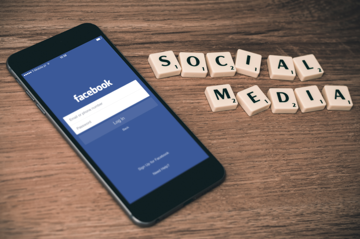 Bedurvul a Facebook: nagyot szigorítanak a felhasználói feltételeken