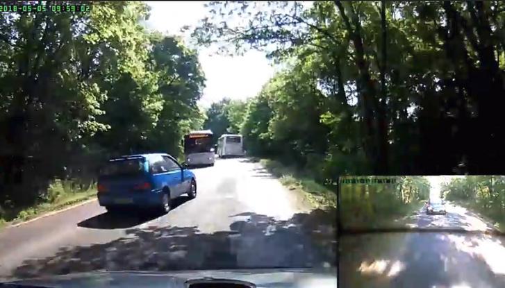Majdnem telibe vert egy buszt a nap idióta suzukisa – videó