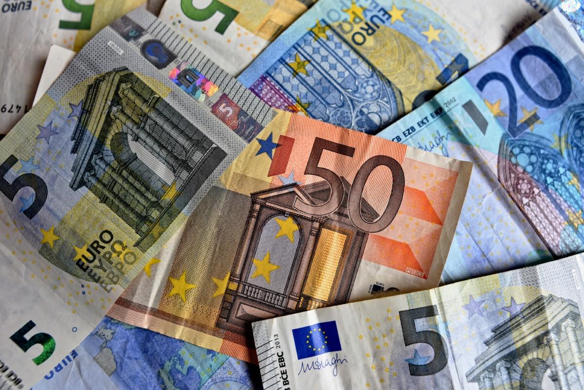 Nincs megállás: átlépte a 330 forintos határt az euró
