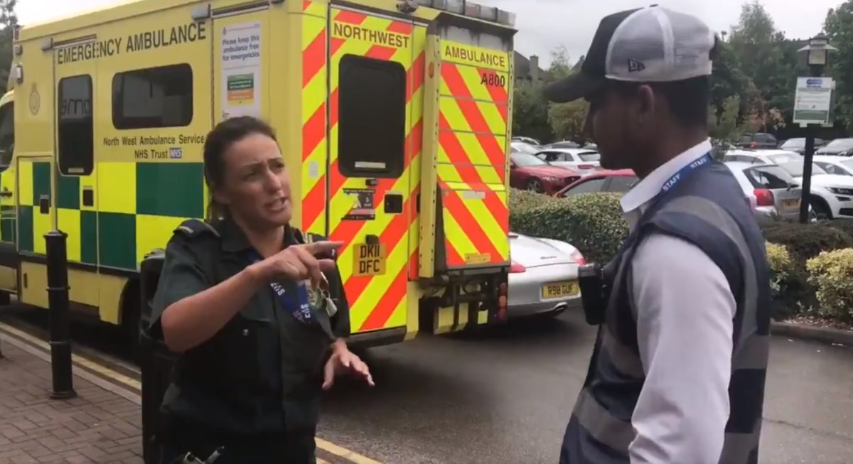 Megbírságolták a vízért megálló mentőt a Tescónál – videó