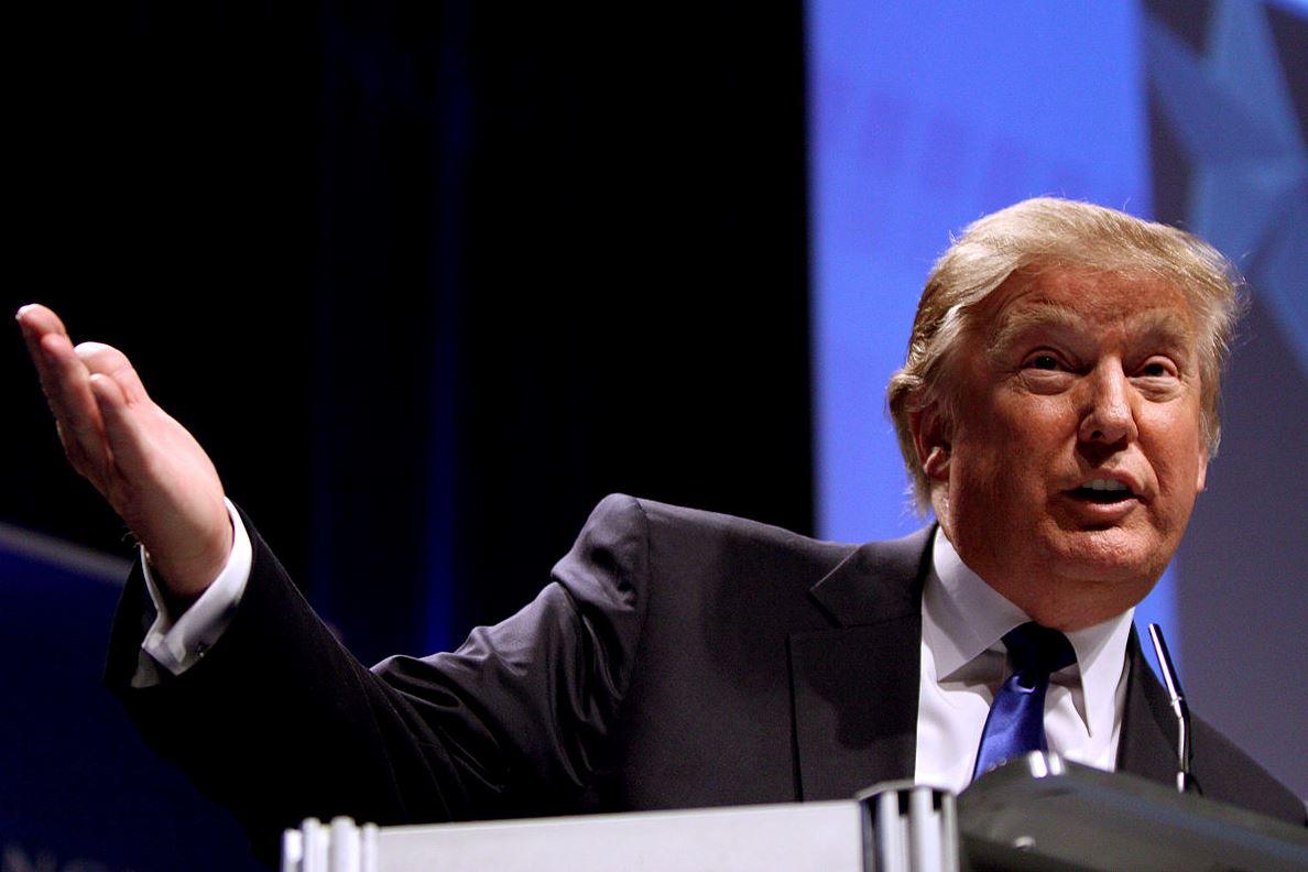 A repülőre szálló Donald Trumpon röhög a világ – videó