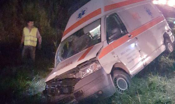 A balesetet szenvedett mentő (fotó: Mediafax.ro)