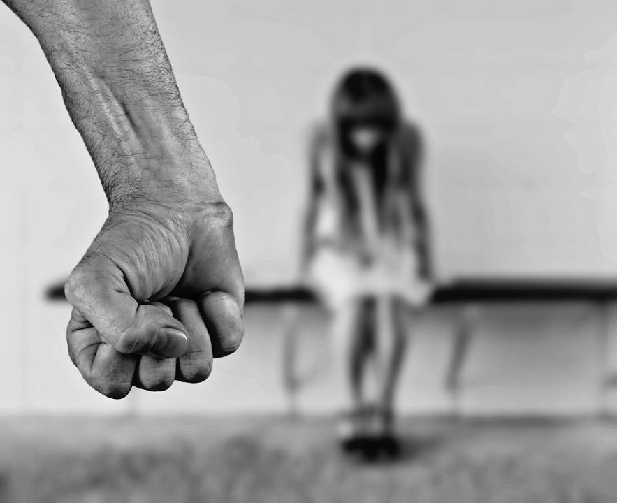 Szexuálisan bántalmazta 12 éves lányát a somogyi terrorapa