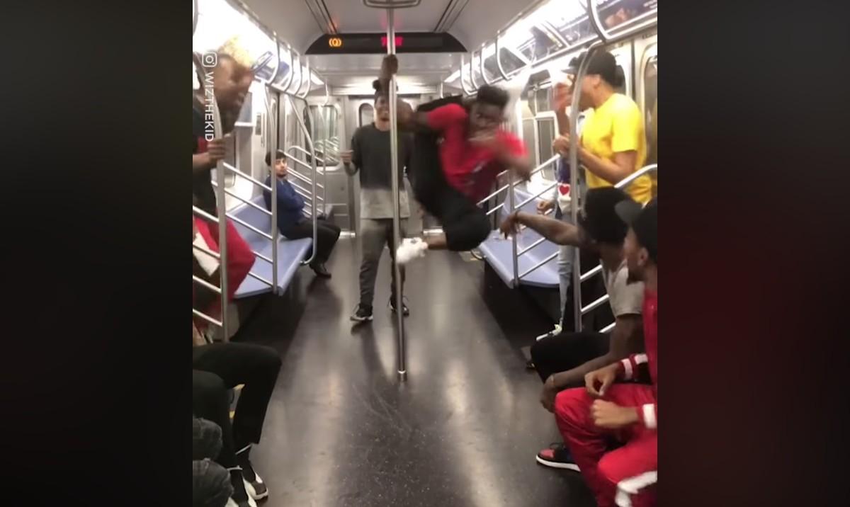 Egy nem éppen átlagos metrózás New Yorkból – videó