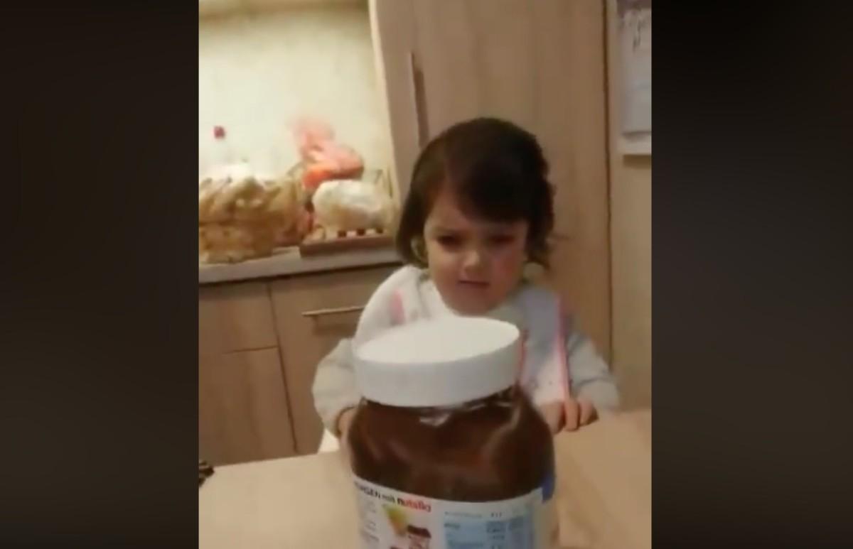 Egy pécsi kislány videójától őrül meg most a Facebook