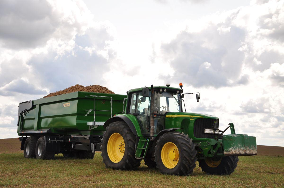 Sokkoló baleset Szabolcsban: 14 éves lányt ütött el egy traktor